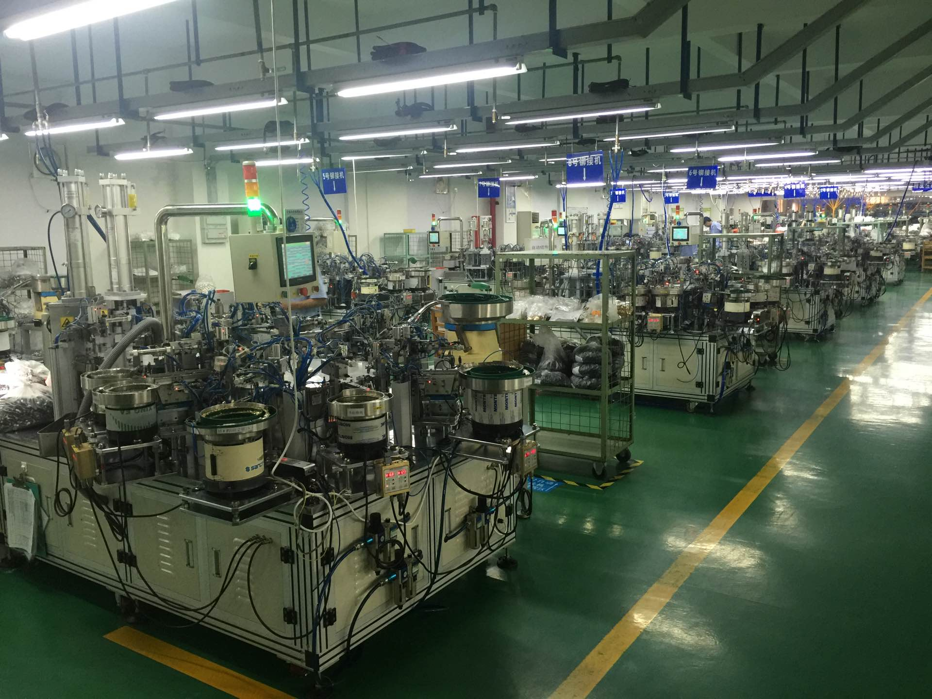 Fully automatic assembly line