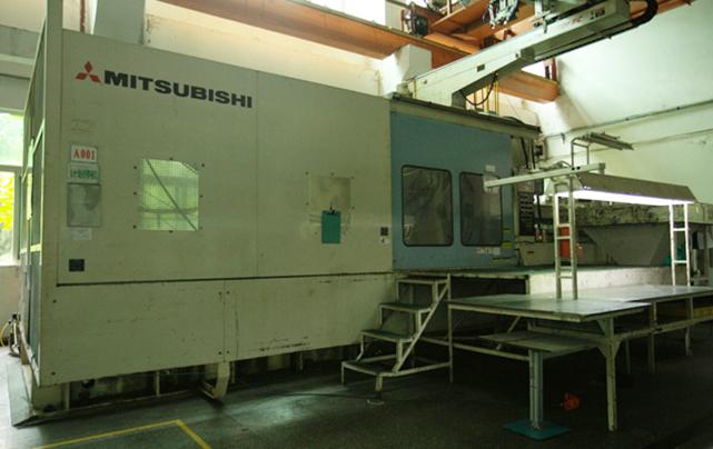 1600吨大型注塑机