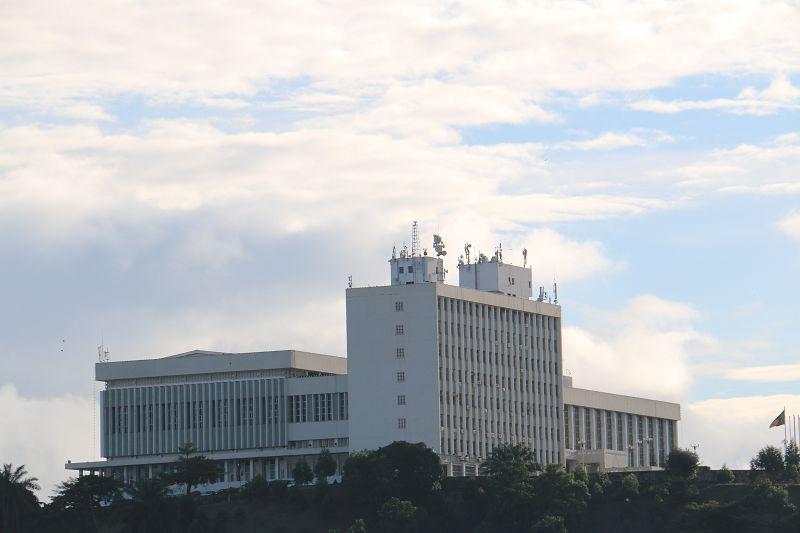 援喀麦隆会议大厦项目