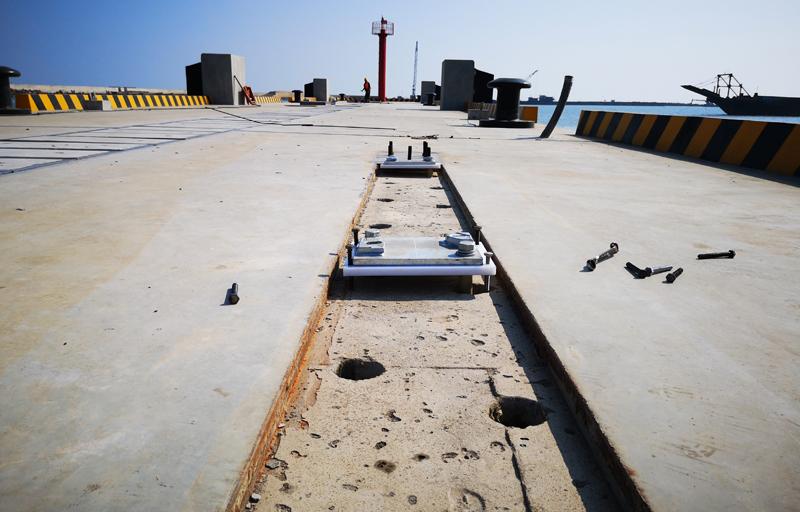 预埋套管成型锚固螺栓孔