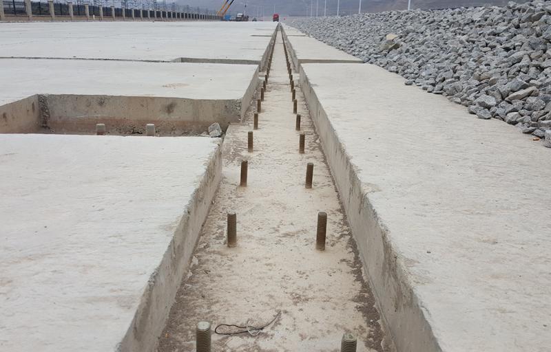 锚固螺栓预埋到混凝土