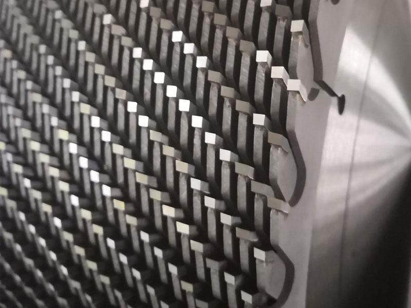 公司產品以木工、板材、鋁合金等中、高檔合金鋸片為主