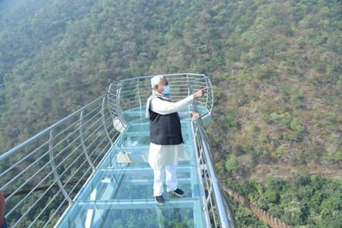 85英尺長,6英尺寬!印度第一座玻璃橋即將開放