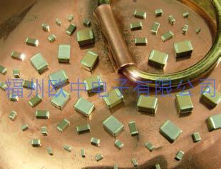 無磁性銅覆層電容器