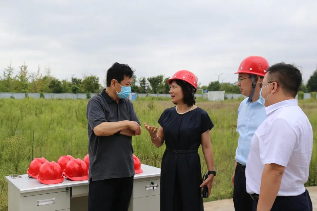 航空港區管委會書記張俊峰一行蒞臨光力科技新廠區視察建設情況