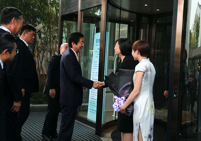 喜来登酒店总经理马小芹接待日本首相安倍晋三